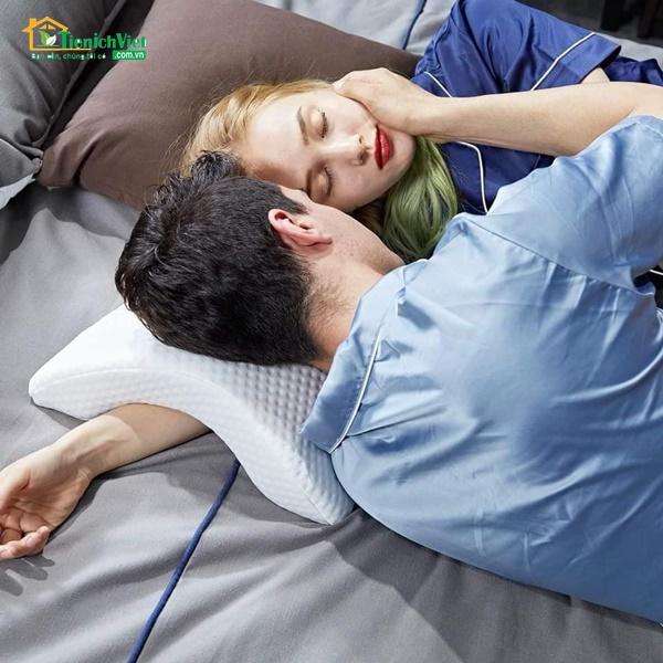 Gối ngủ luồn tay cao su non